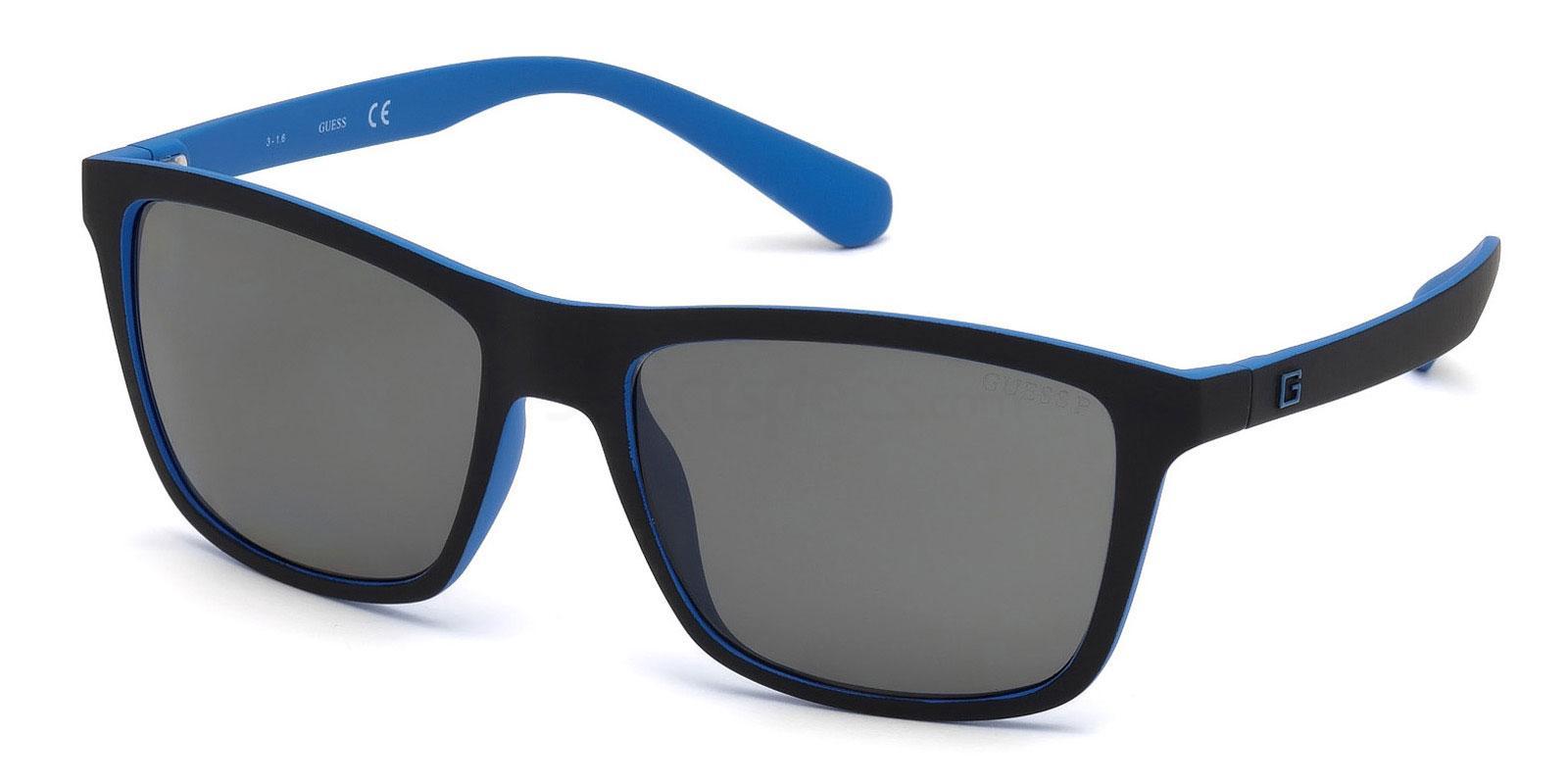 02D GU6889 Sunglasses, Guess
