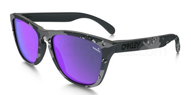 901351 OO9013 INFINITE HERO FROGSKINS Sunglasses, Oakley