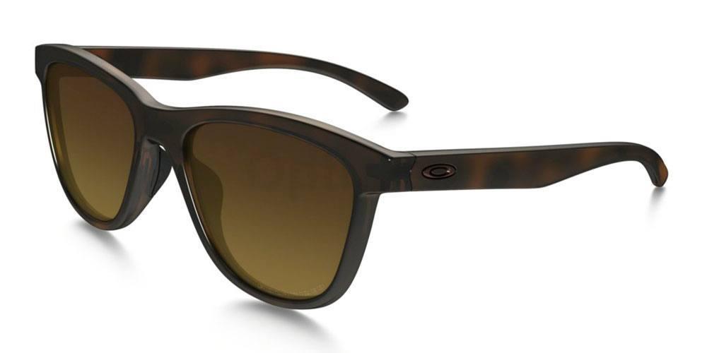 932004 OO9320 MOONLIGHTER POLARIZED Sunglasses, Oakley Ladies